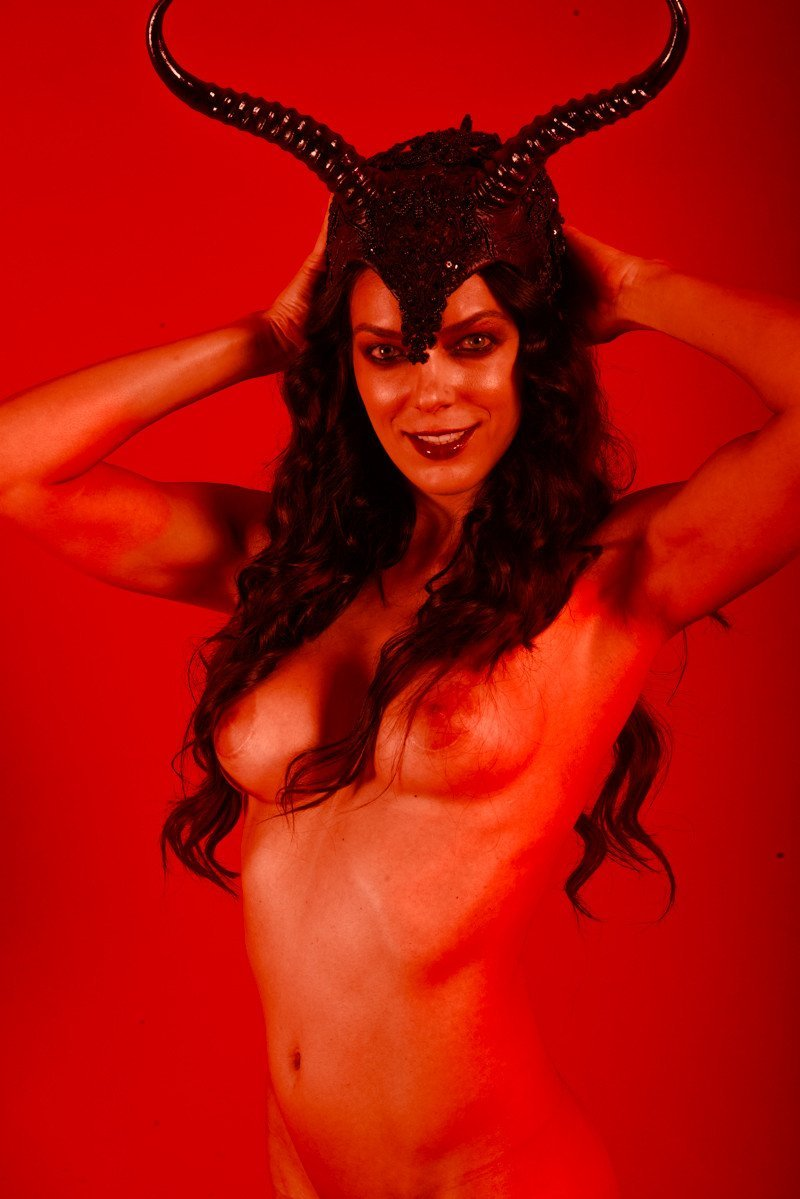 Adrianne curry slutty twitter pictures almost naked banned