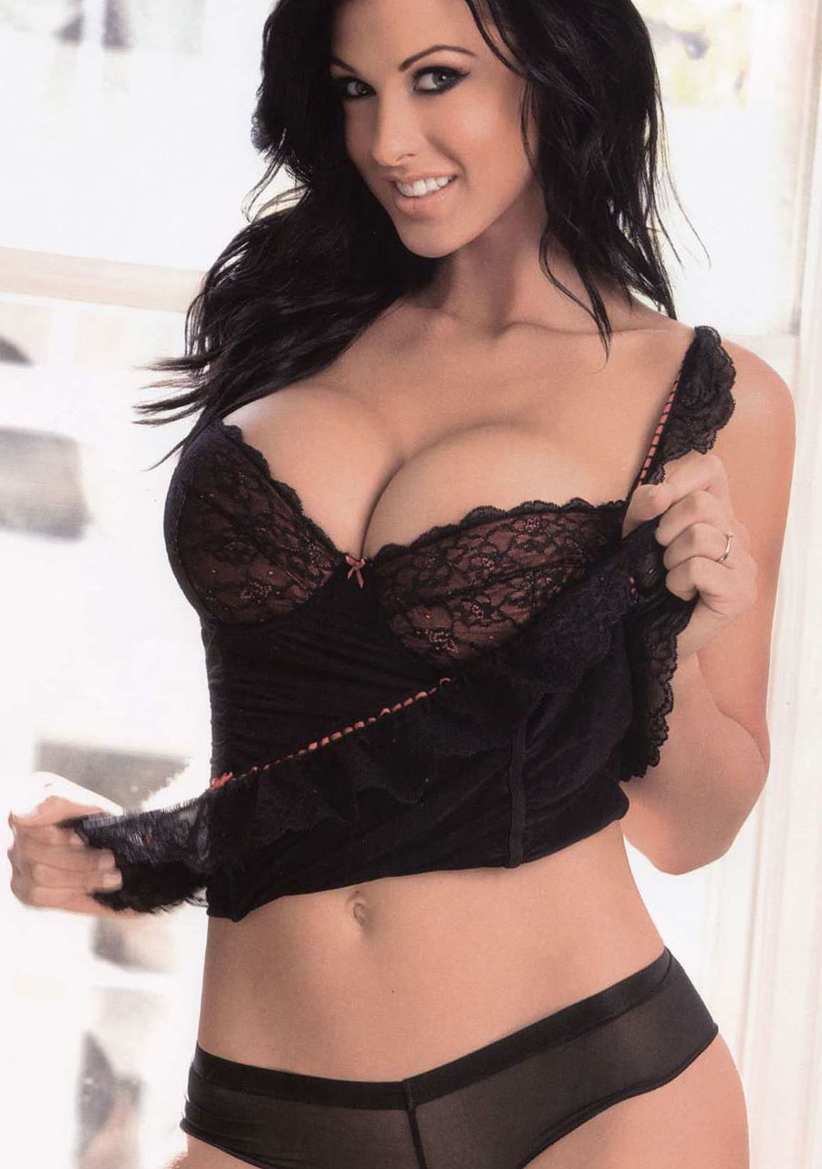 Alice goodwin models her sexy body in lingerie 6