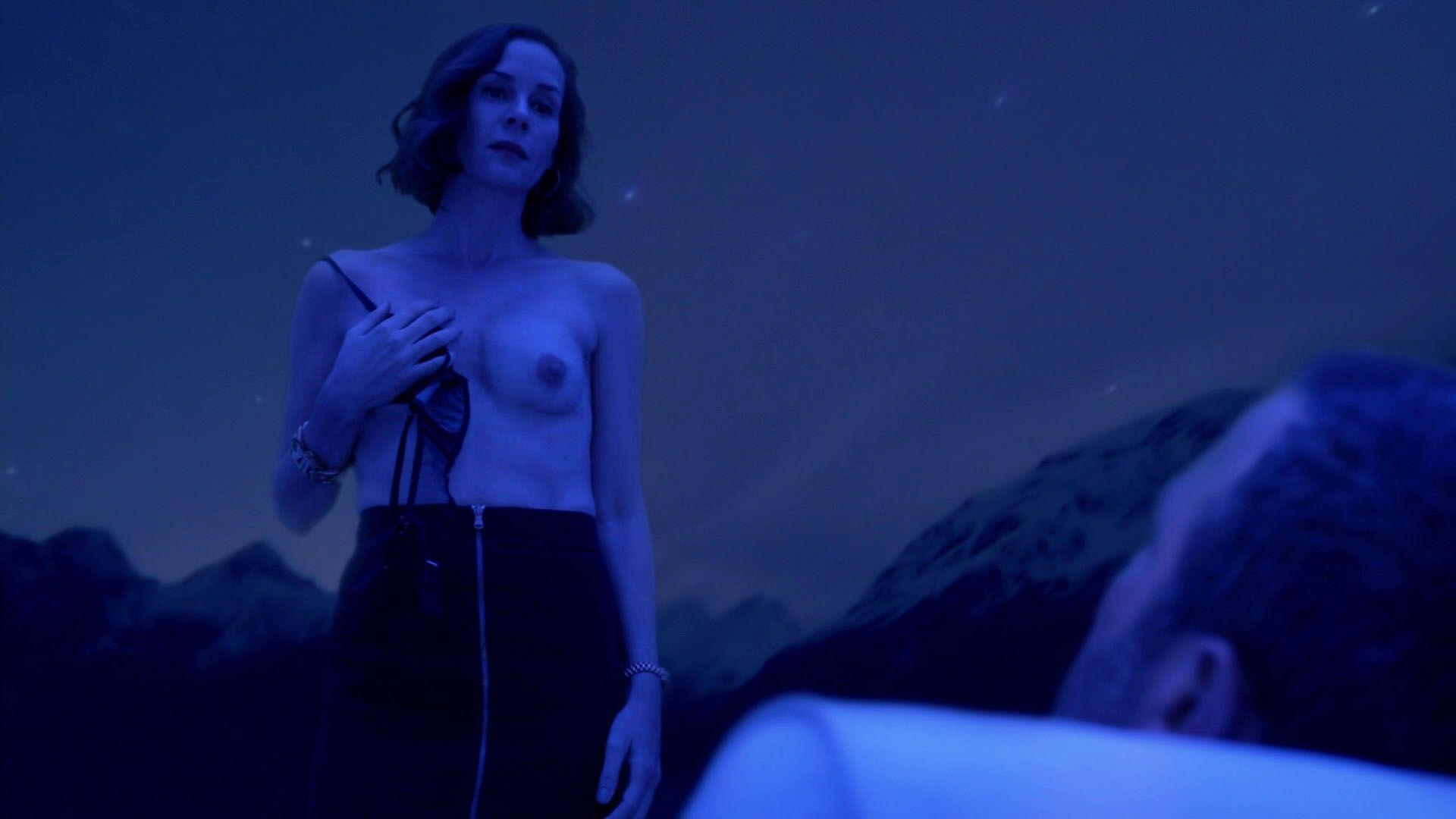 Embeth Davidtz nude photos