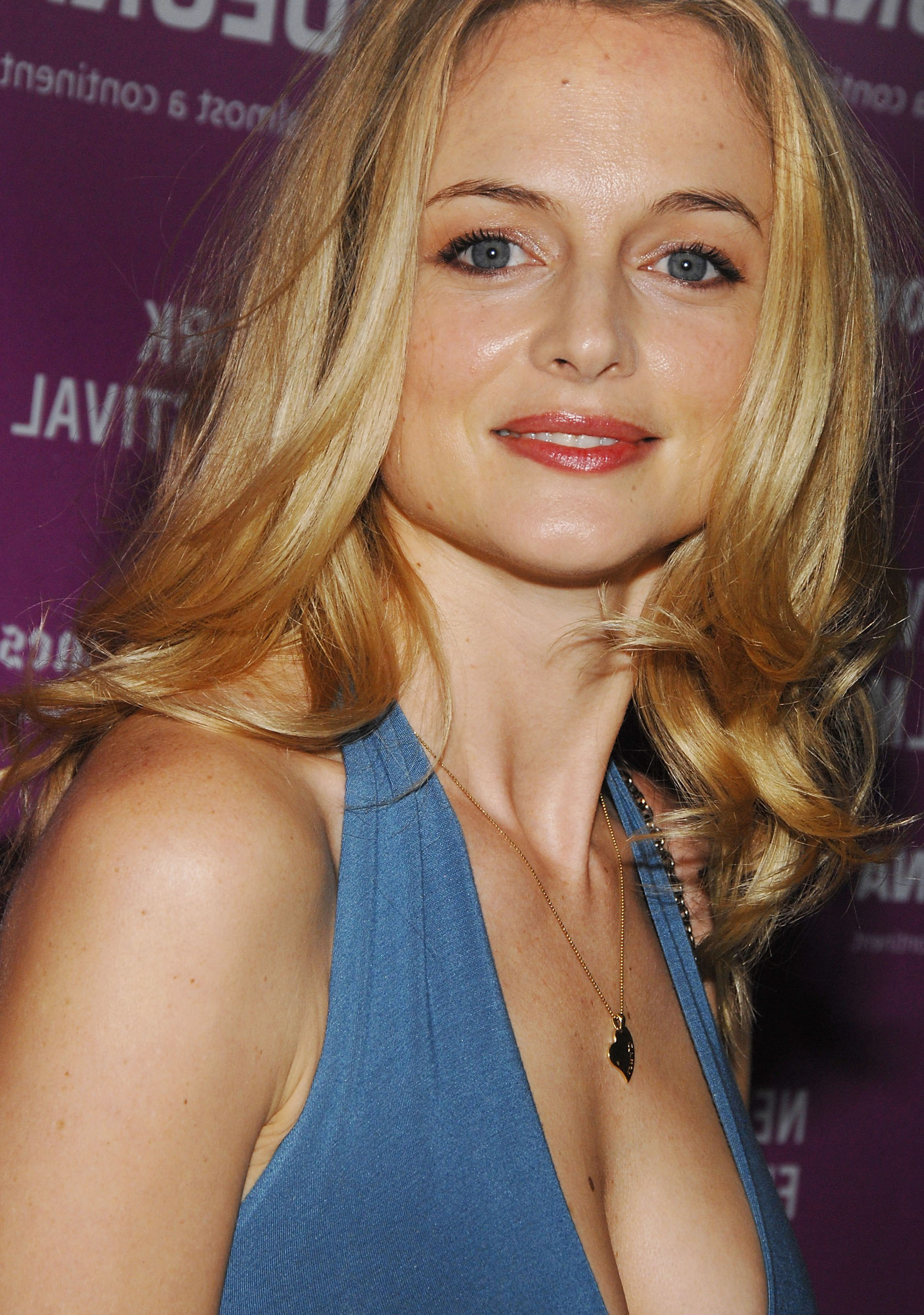 Clip Movie Actress Heather Graham Nude Selfie -3344