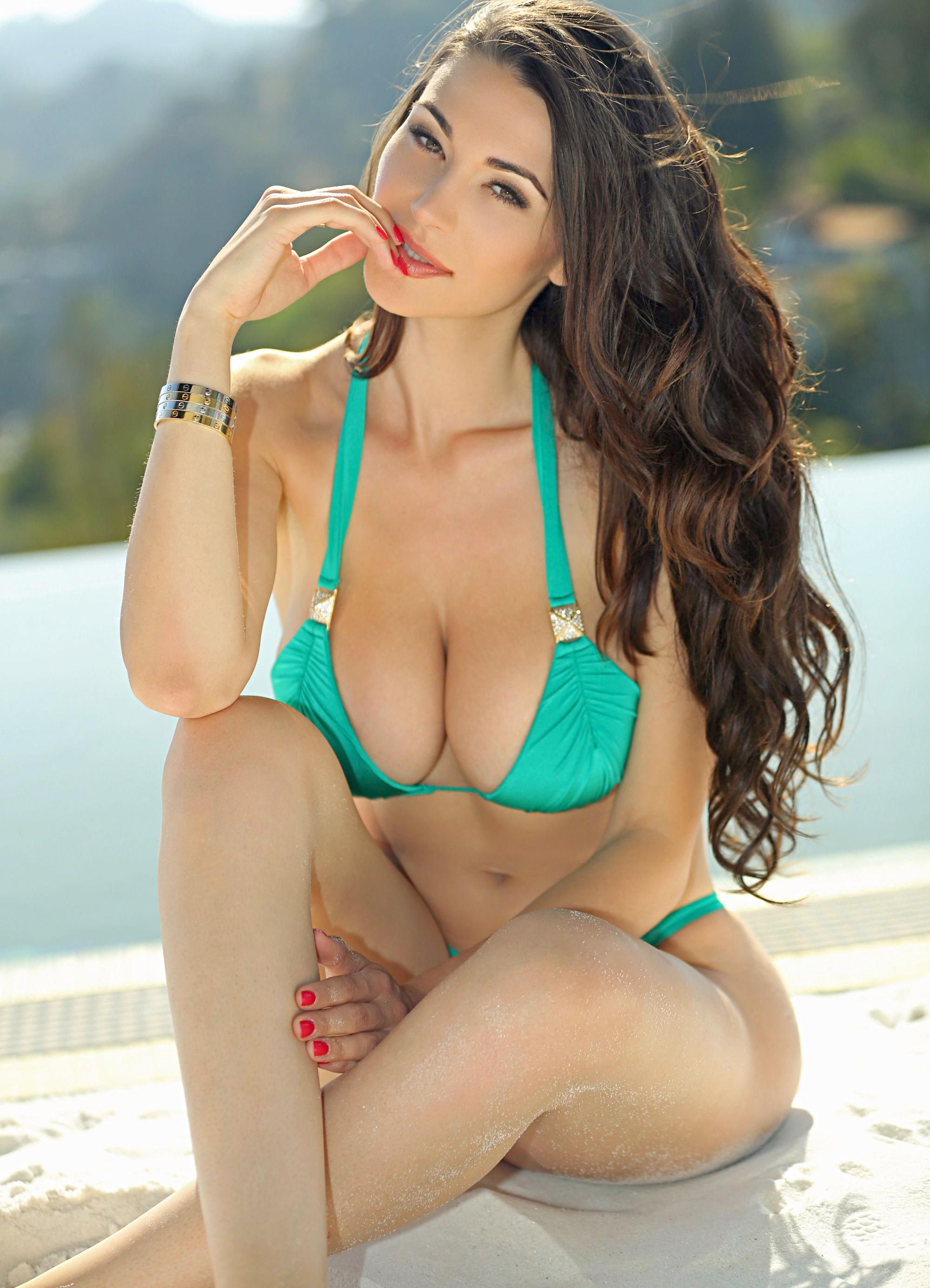 Jenna Jenovich hot boobs