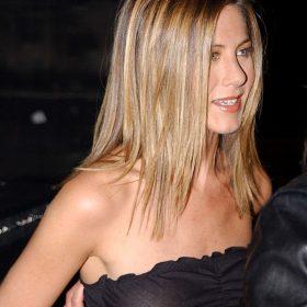 Jennifer Aniston shaved pussy