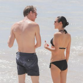 Jennifer Connelly pussy showing