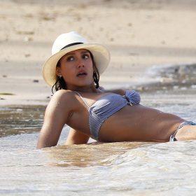 Jessica Alba slip