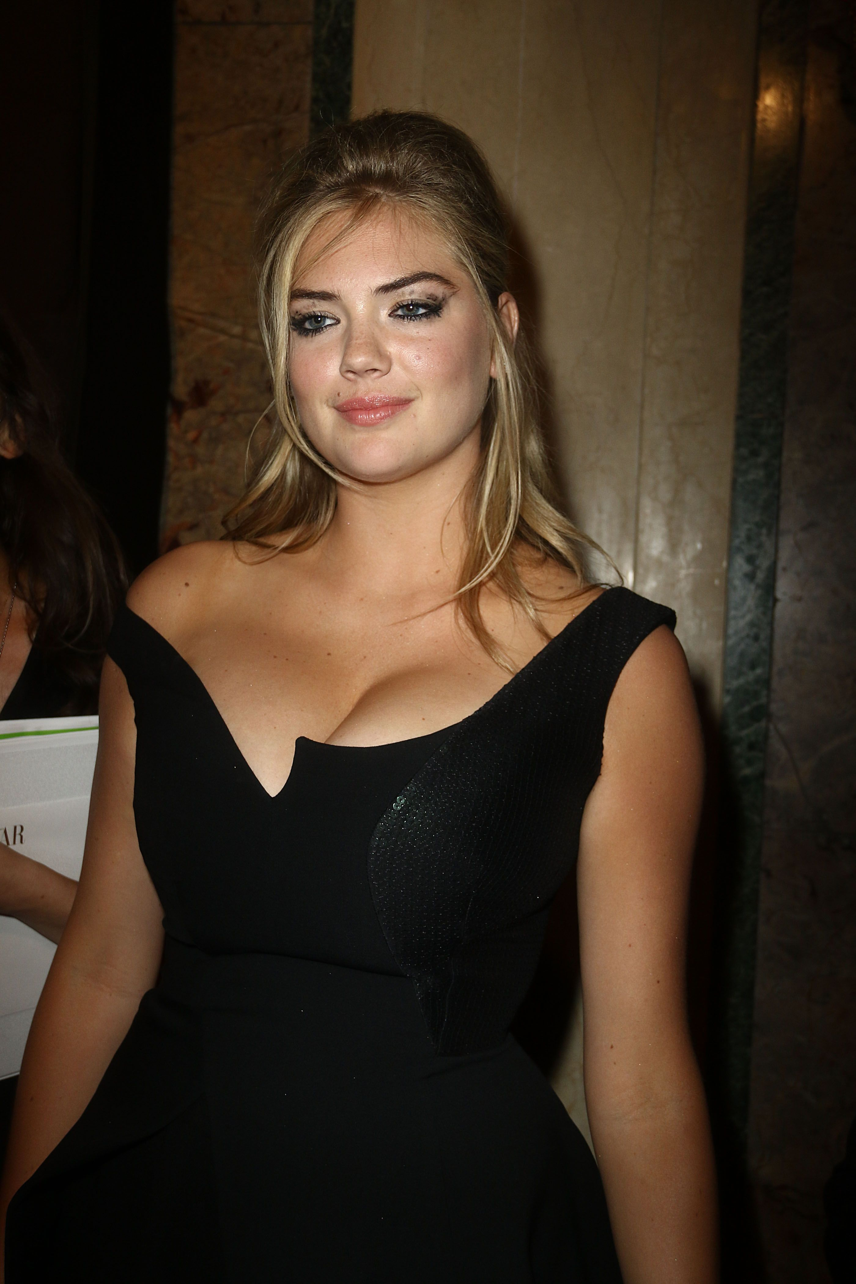 Kate Upton pussy showing