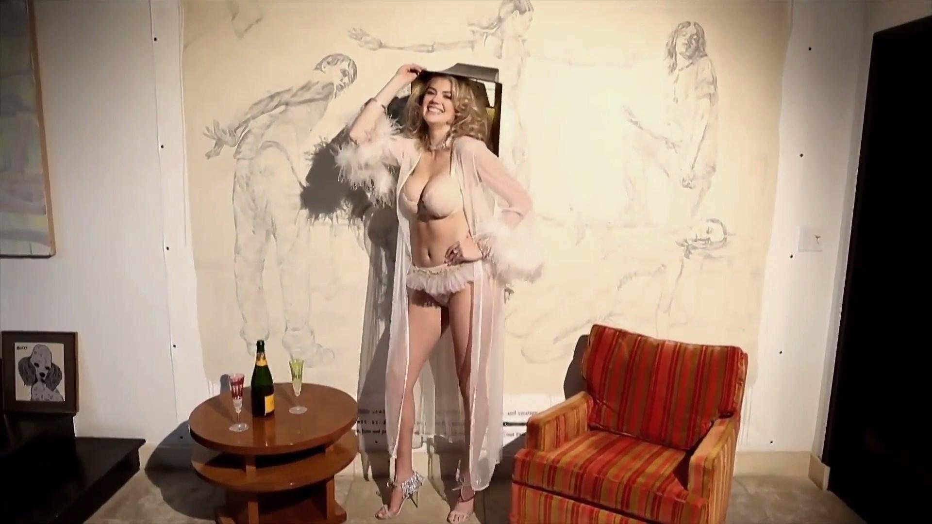 Kate Upton nude boobs