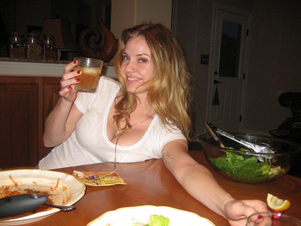 Kelli Garner hot