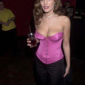 Kelly Brook nude boobs