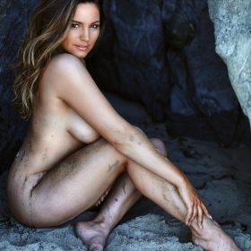 Kelly Brook vagina