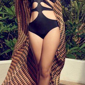 Kiara Advani topless