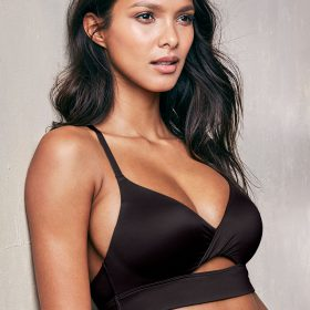 Lais Ribeiro nipples exposed