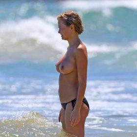 nude pics of Lara Bingle