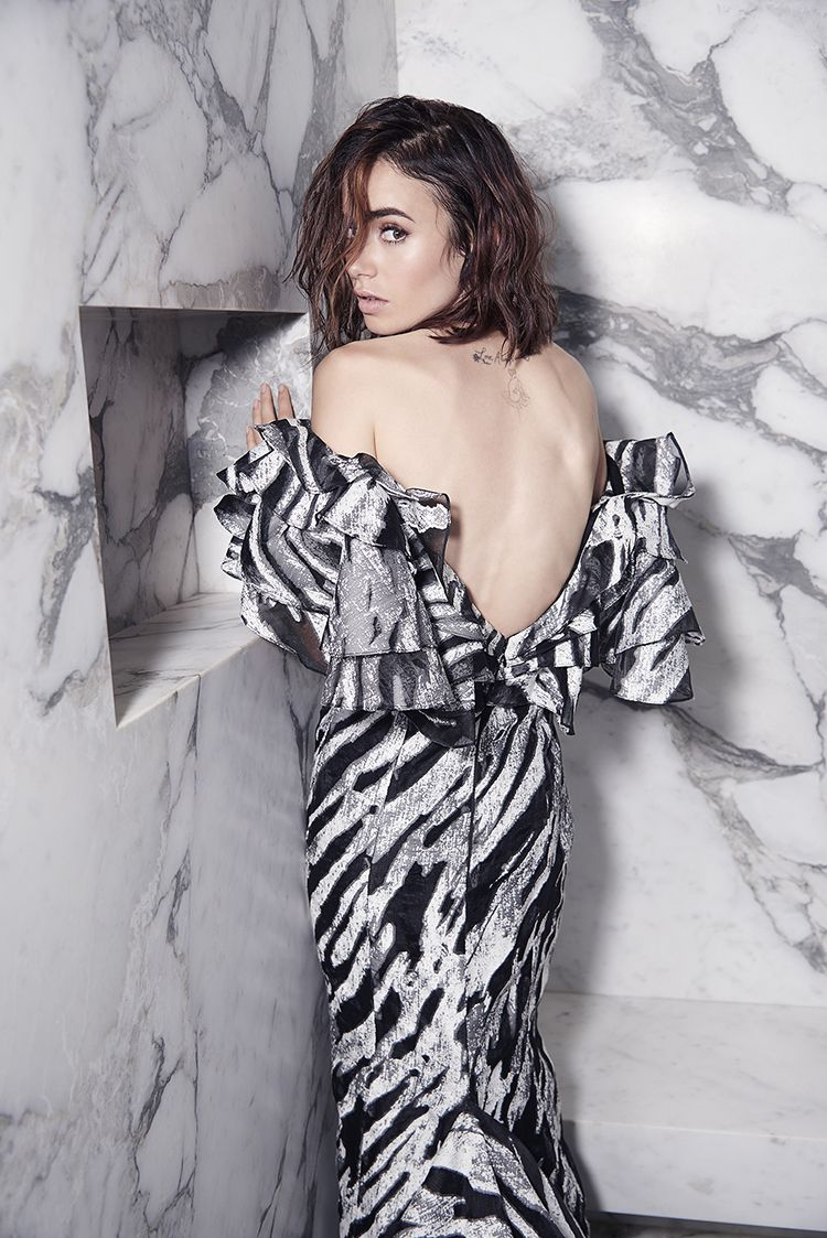 Snap Movie Actress Lily Collins Nude Leaked Pics -1581