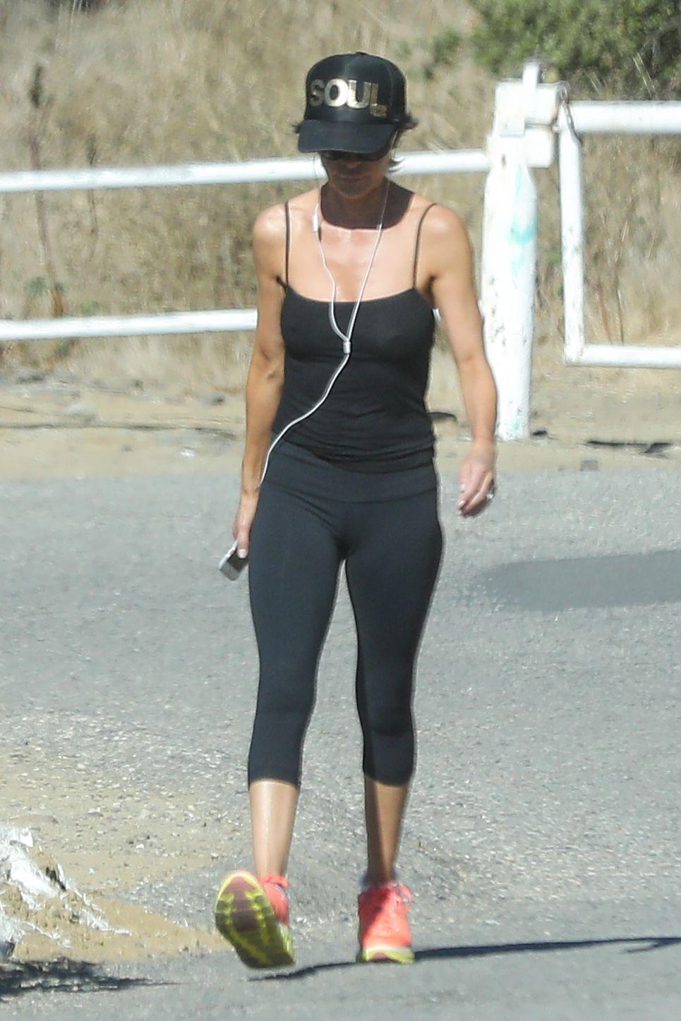 [PICS] Soap Opera Actress Lisa Rinna iCloud Leak • Page 3