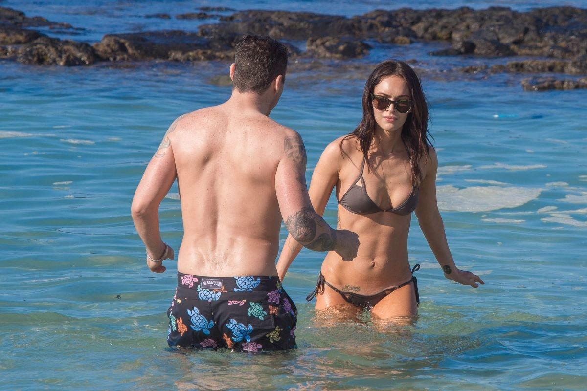 Megan Fox nipples exposed