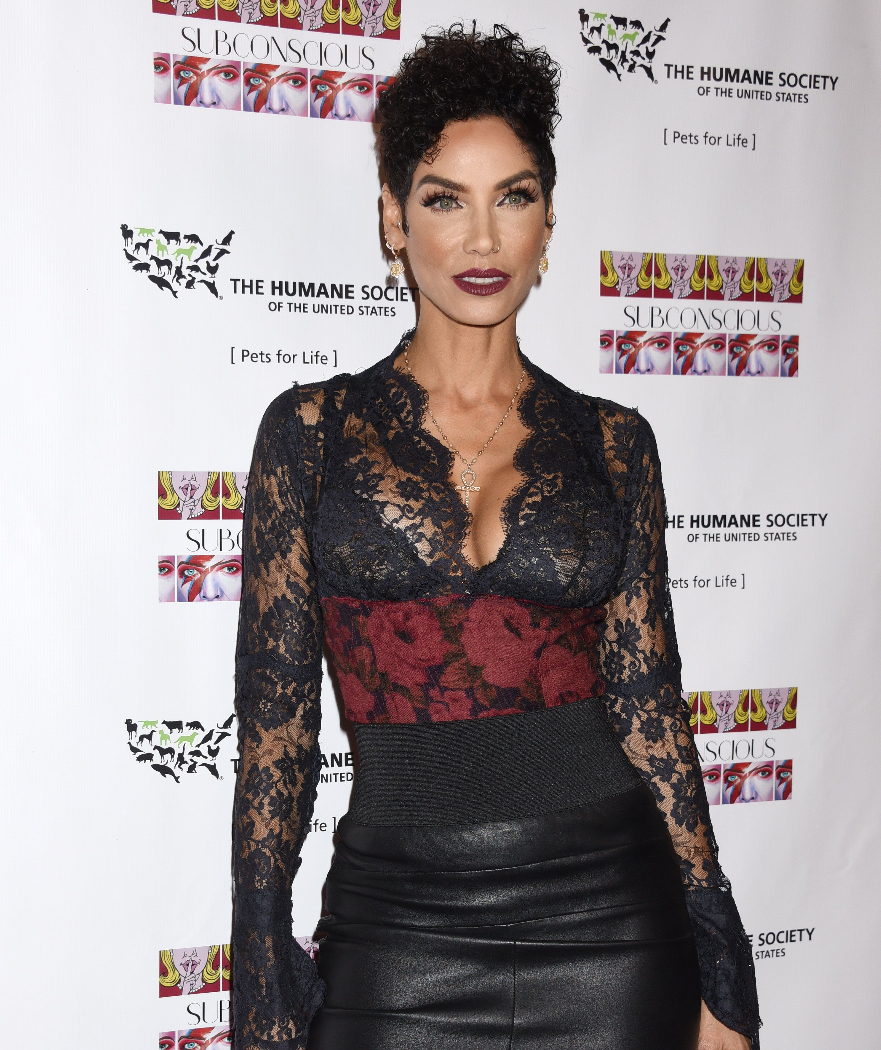 Nicole Murphy shaved pussy