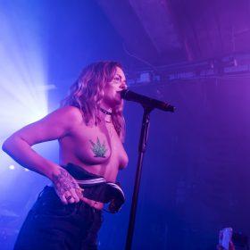 Pop Singer sexy leaks