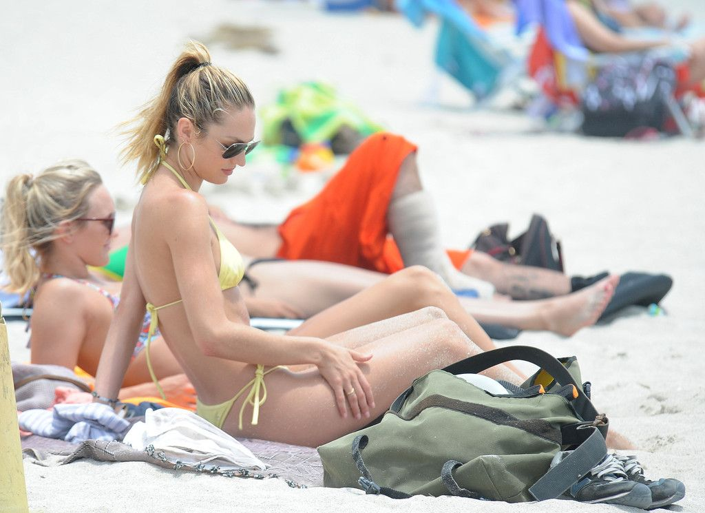 Candice Swanepoel naked boobs