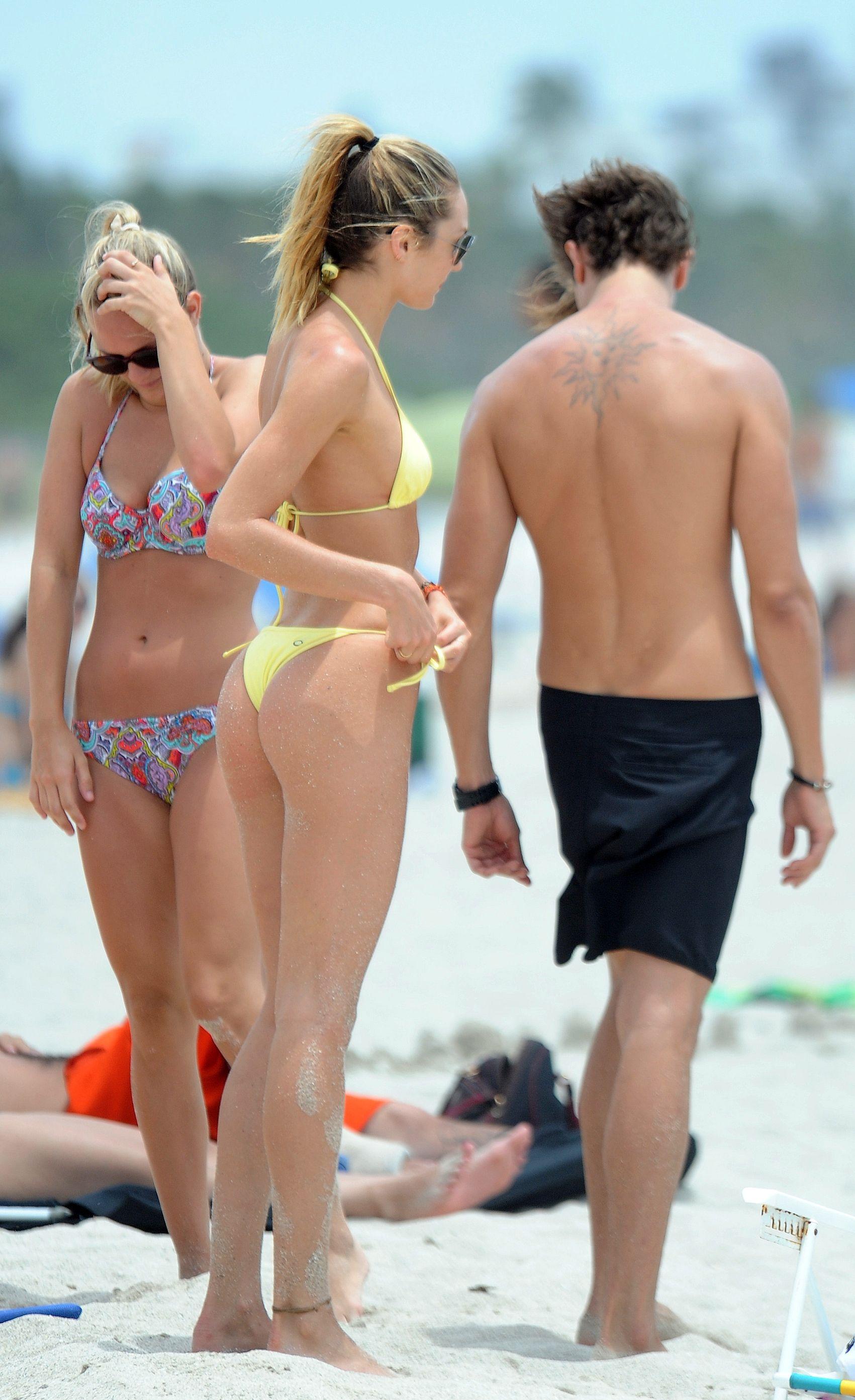 Candice Swanepoel nude boobs