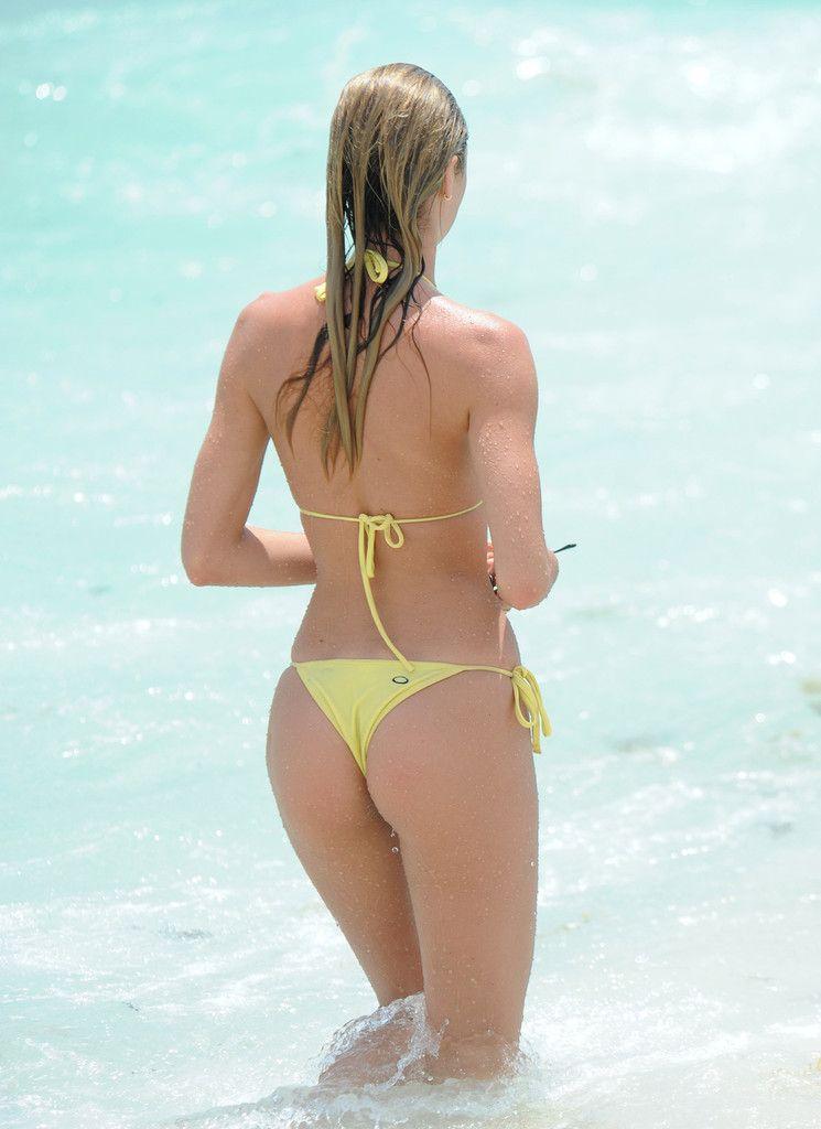 Candice Swanepoel boobs