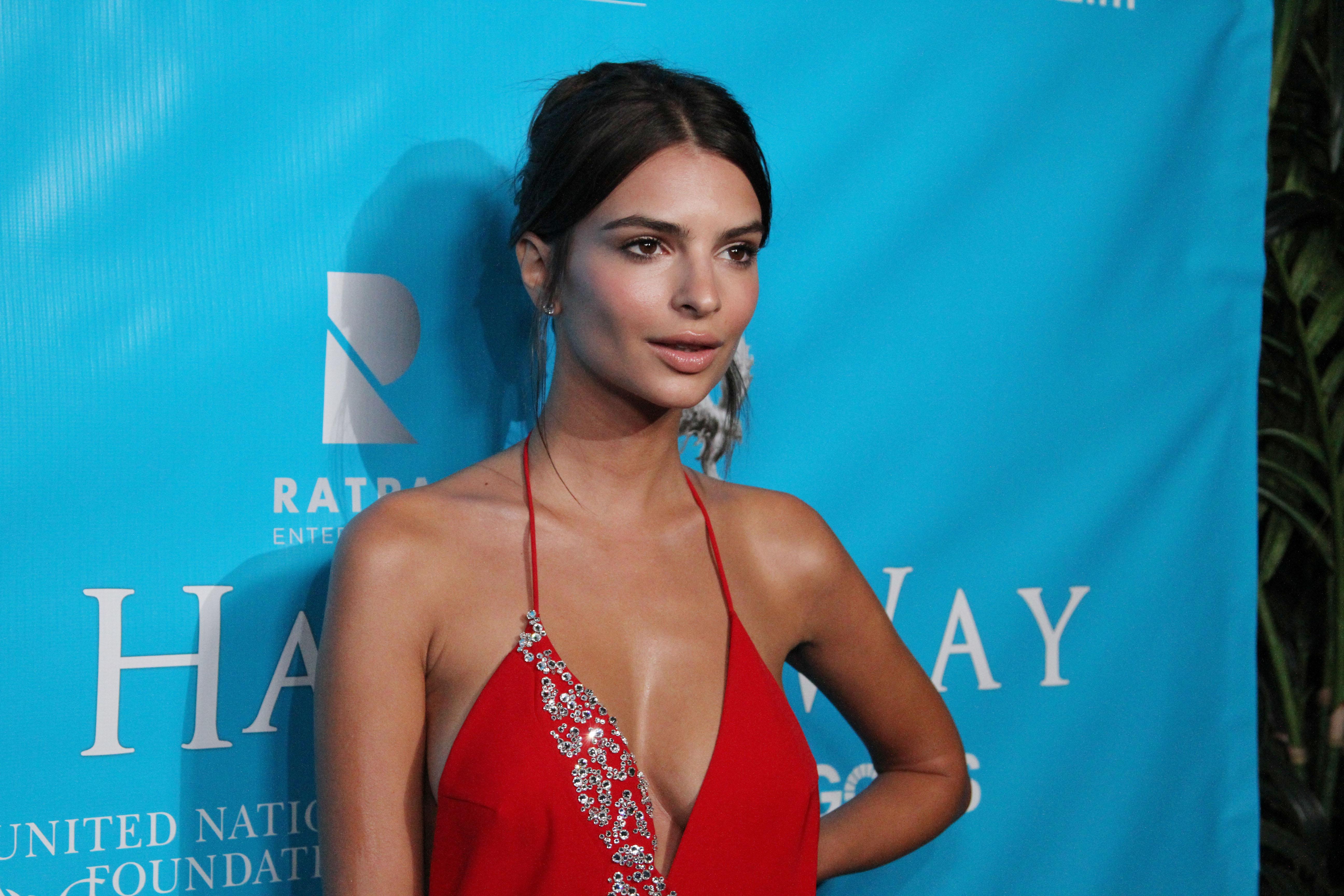 Emily Ratajkowski xxx