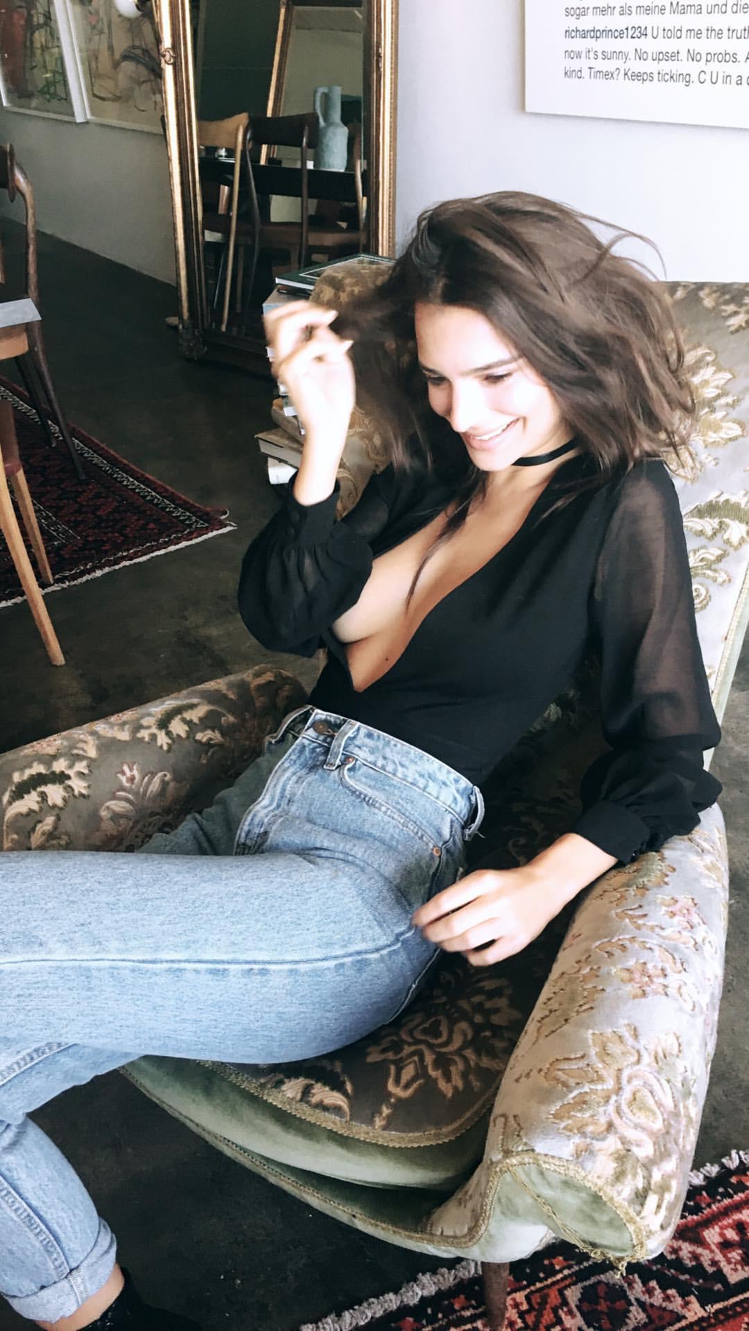 Emily Ratajkowski shaved pussy