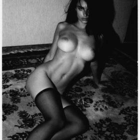Emily Ratajkowski pussy showing