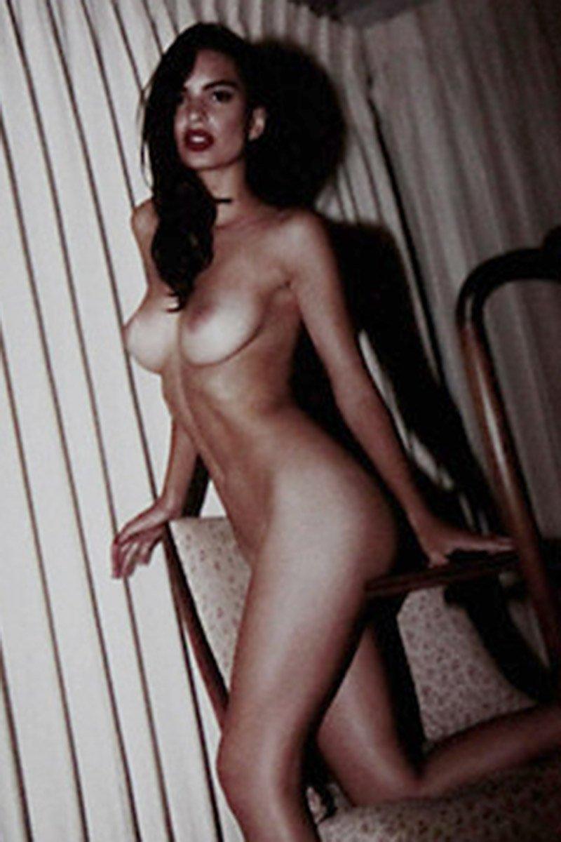 Emily Ratajkowski sexy nude pic
