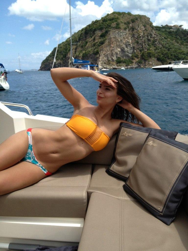 Emily Ratajkowski hot boobs