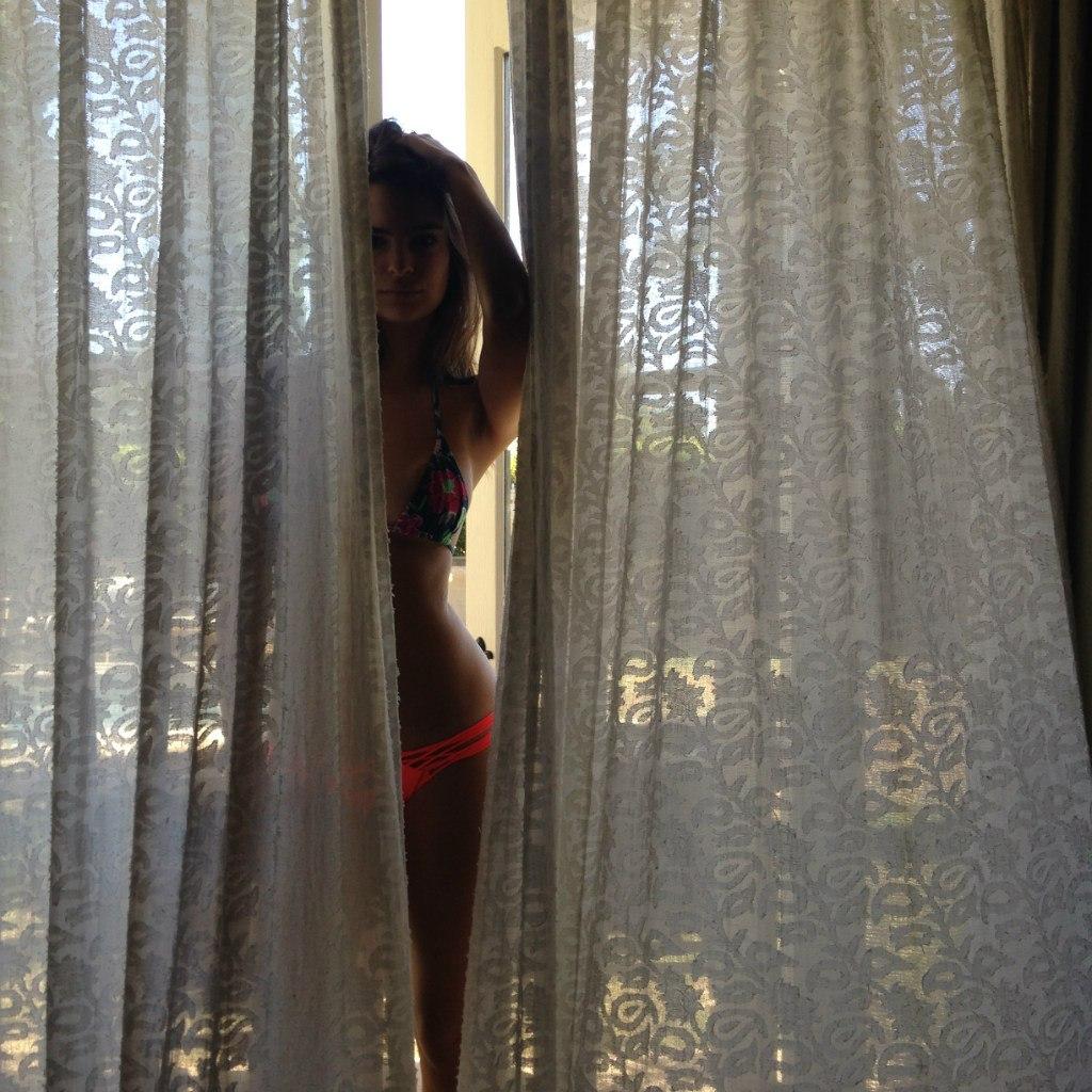 nude pics of Emily Ratajkowski