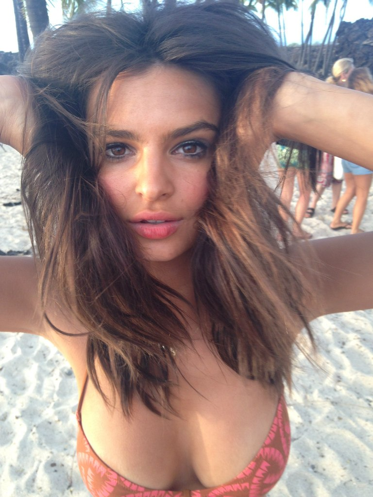 Emily Ratajkowski is so hot