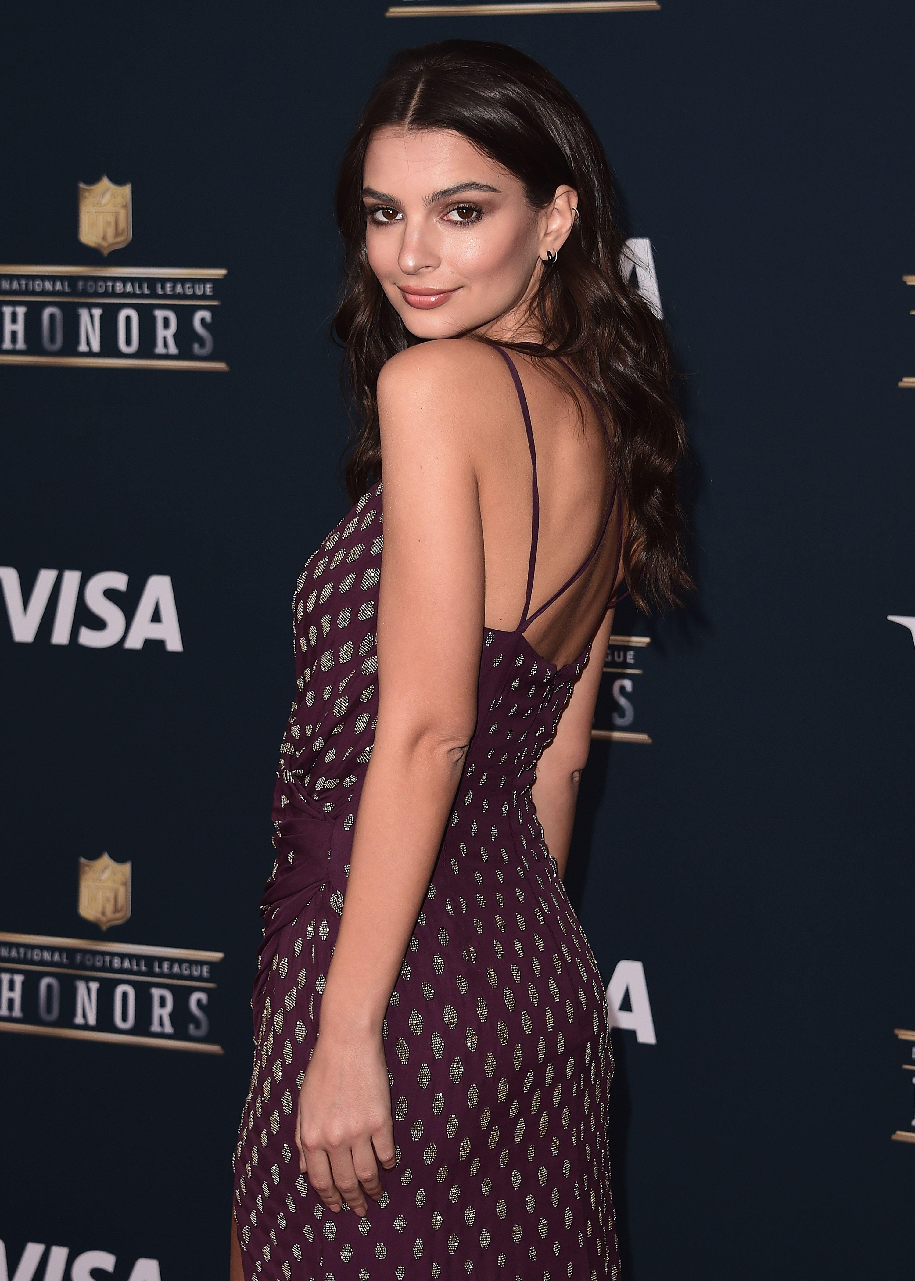 Emily Ratajkowski nude boobs