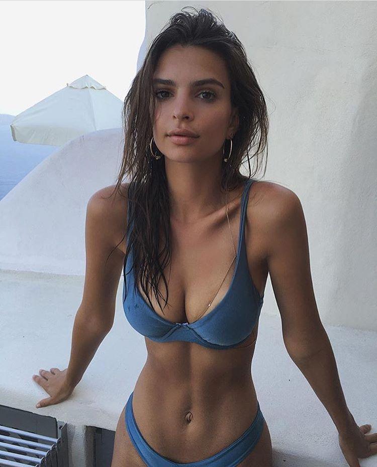 Emily Ratajkowski boobs