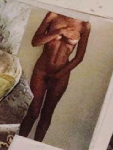 Emily Ratajkowski nude pic