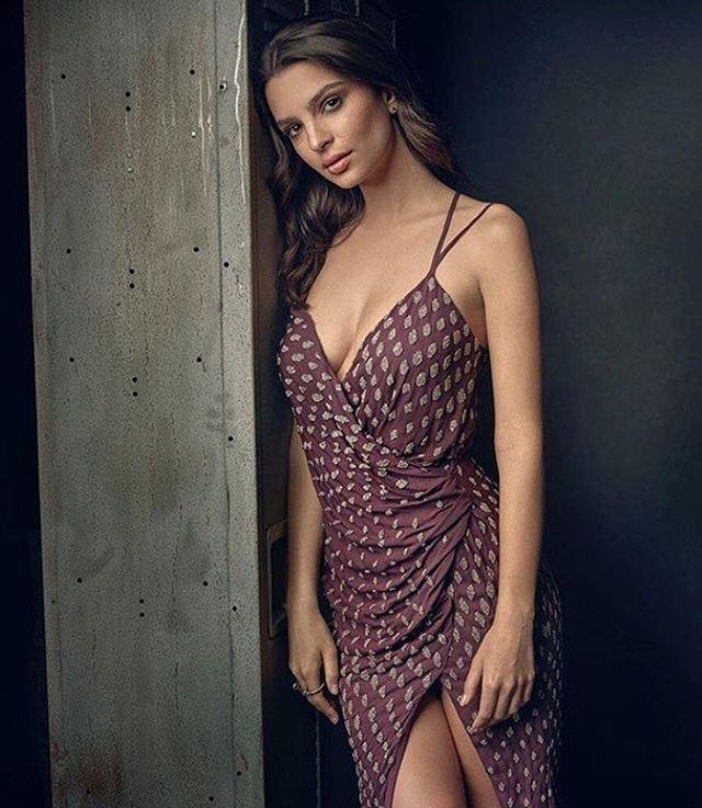 Emily Ratajkowski booty