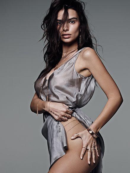 Emily Ratajkowski leaked naked pics