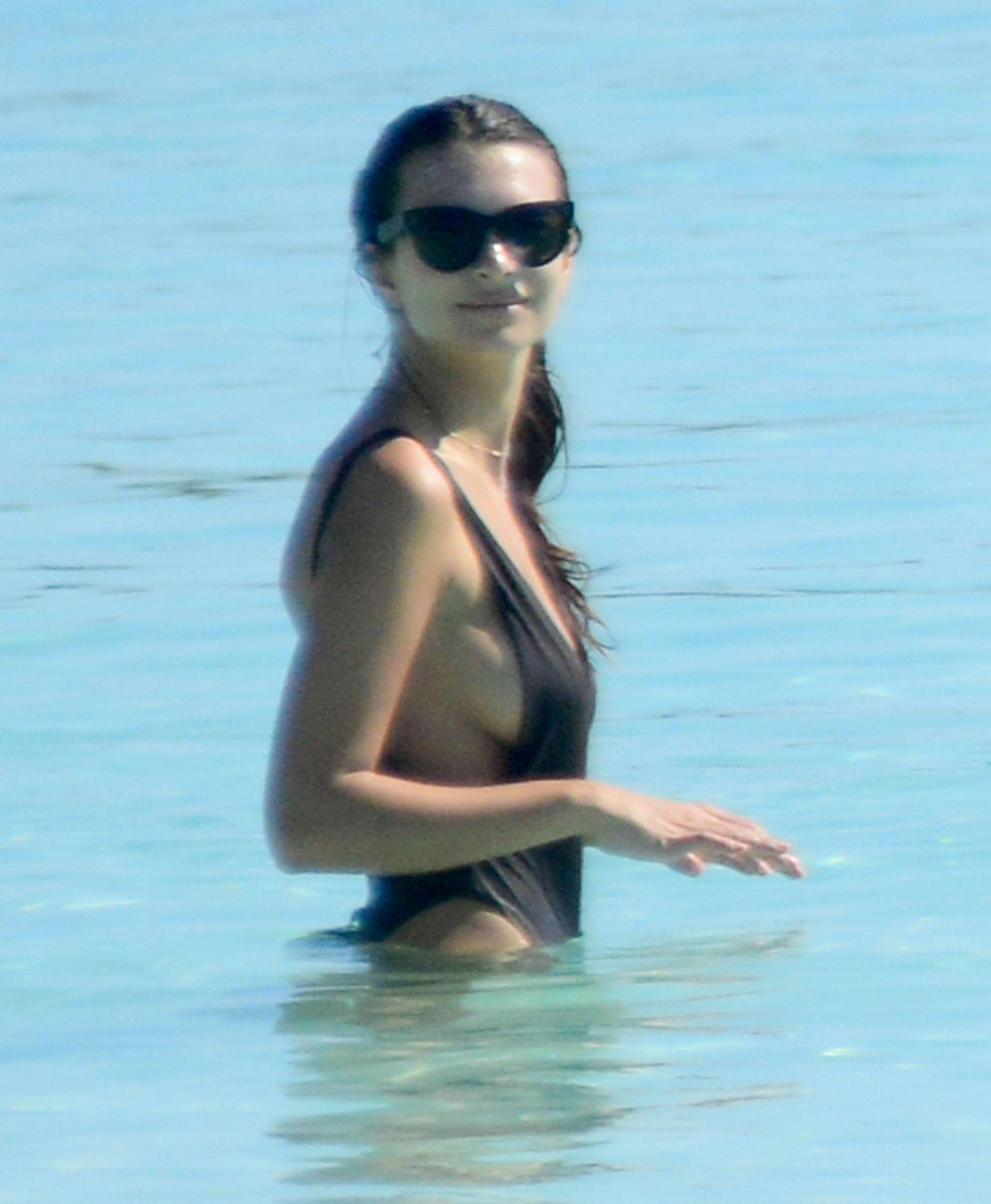Emily Ratajkowski nipples exposed