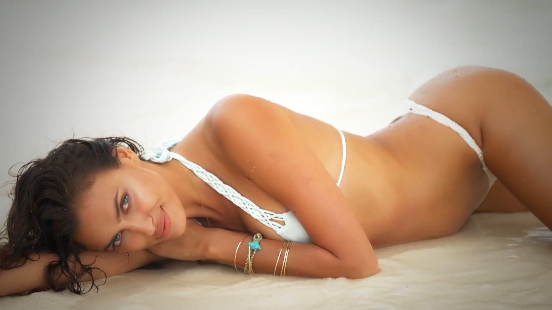 Irina Shayk shaved pussy