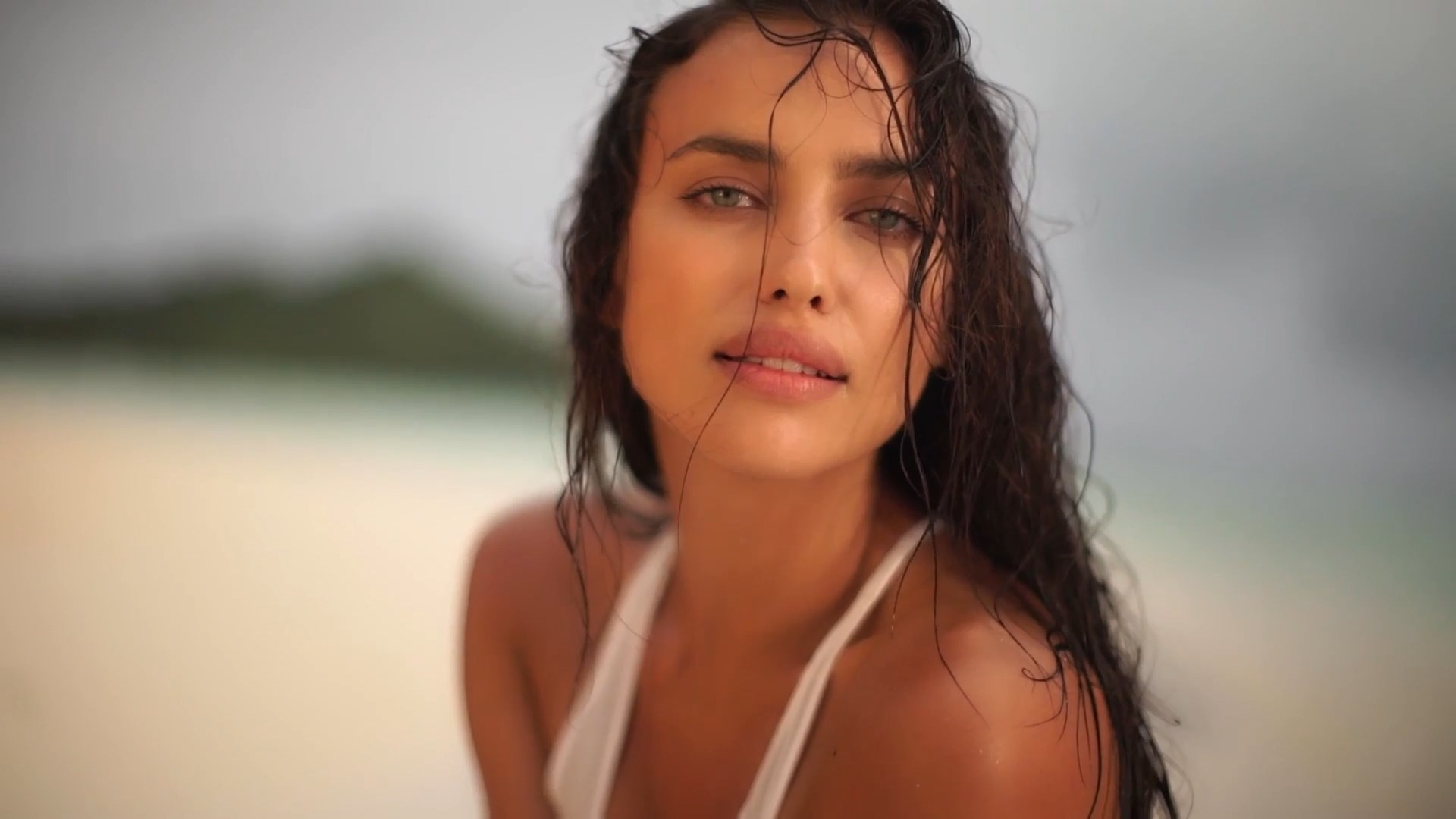 Irina Shayk naked boobs