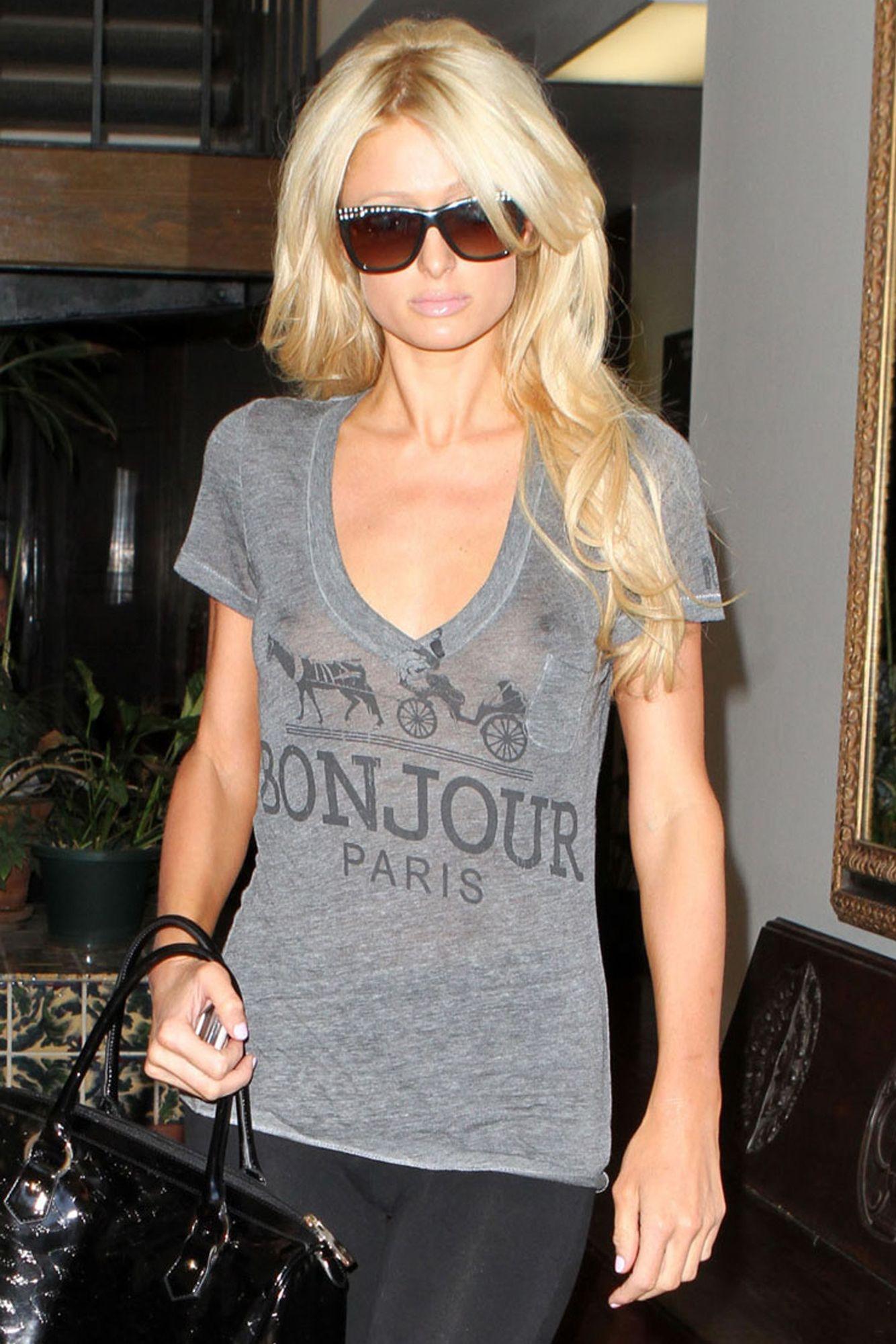 Paris Hilton shaved pussy