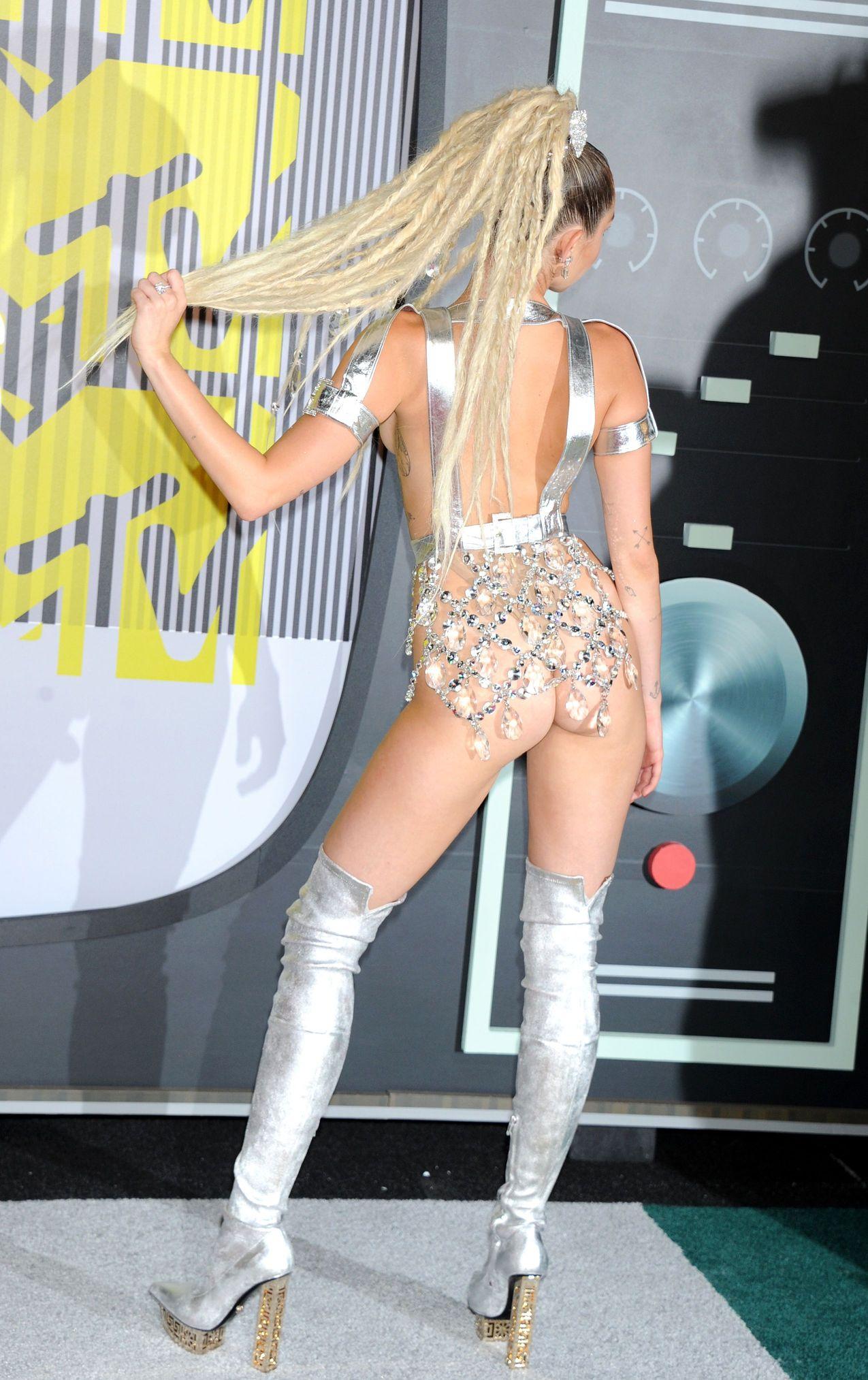 Miley Cyrus big boobs