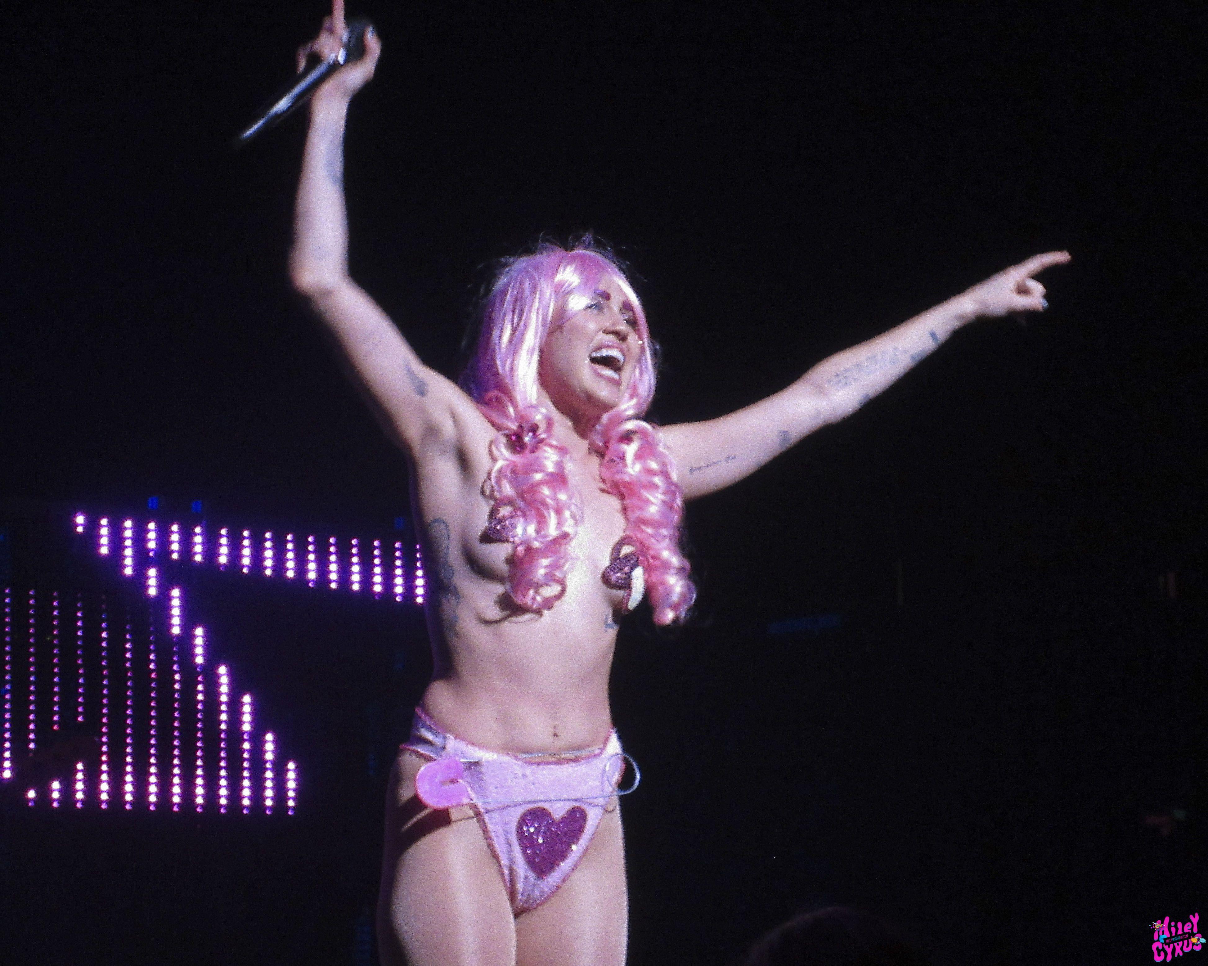 Miley Cyrus xxx image