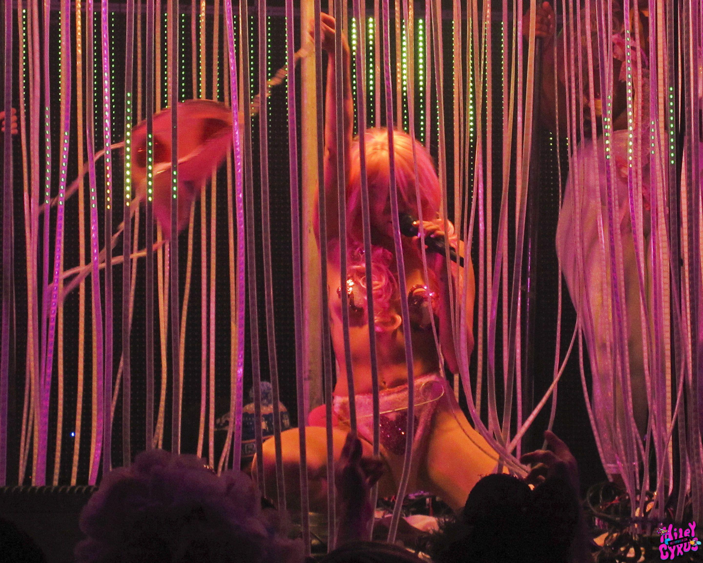 Miley Cyrus naked boobs