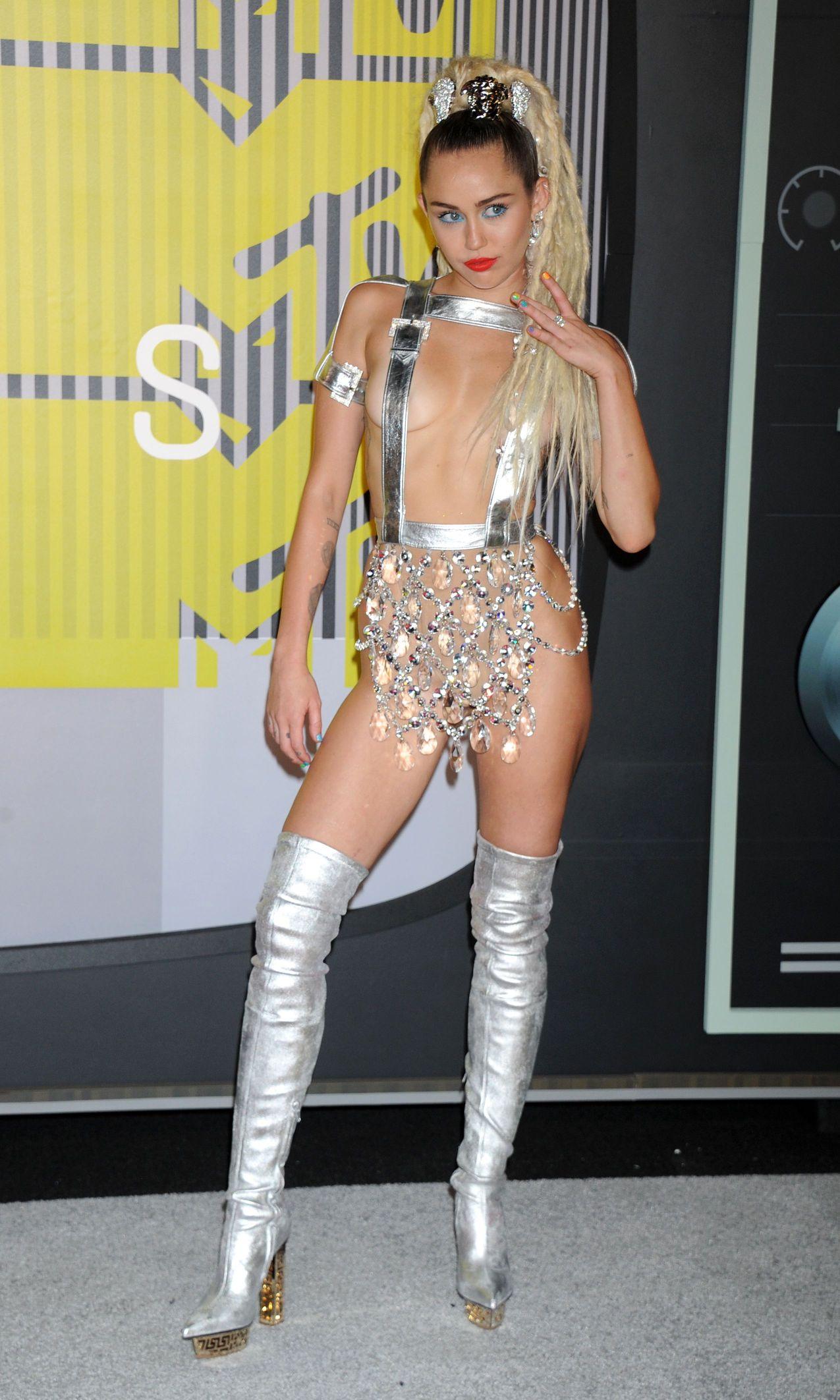 Miley Cyrus nipples exposed