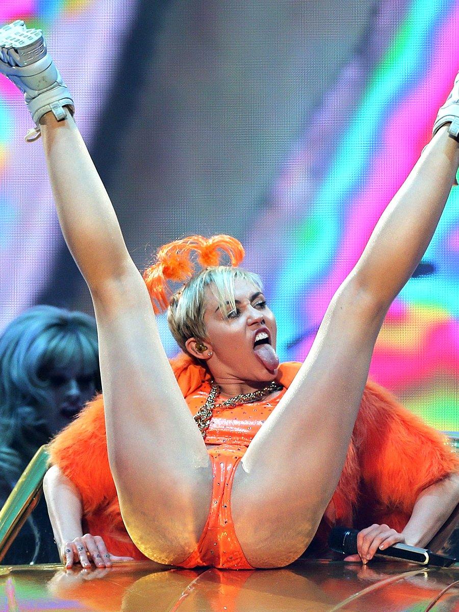 Miley Cyrus vagina