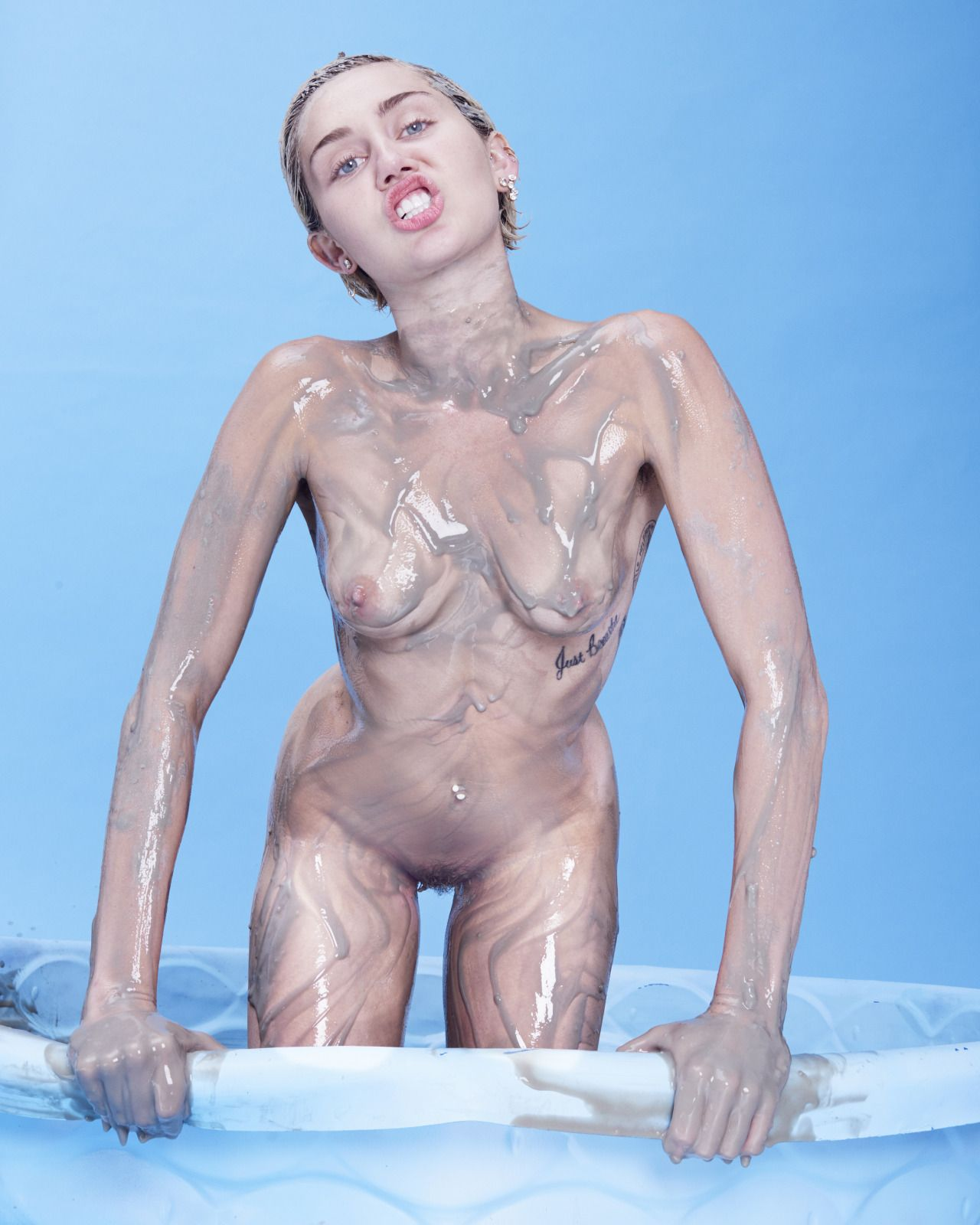 Miley Cyrus tits