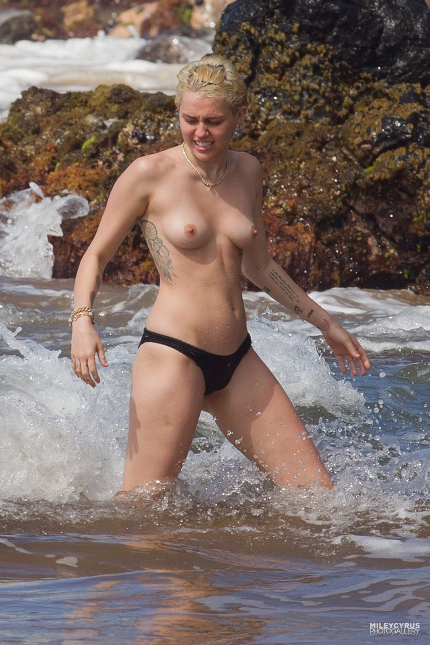 Miley Cyrus sexy leaks